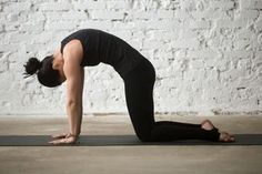 Are you a complete beginner to yoga? This 20 minute yoga routine for beginners will help you tone, improve flexibility, lose weight, and build a strong foundation of some of the most essential yoga poses. Asana, Different Types Of Yoga, Yoga Types, Yoga Routine For Beginners, Fish Pose, Relaxing Yoga, Cool Yoga Poses, Yoga Journal, Yoga Photography
