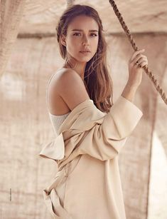 Jessica Alba - Amica Magazine August 2019 Issue, Jessica Alba Style, Outfits and Clothes. Jessica Alba Style, Jessica Alba Makeup, Young Jessica Alba, Jessica Alba Hair, Jessica Alba Pictures, Actress Jessica, Different Hairstyles, How To Pose, Gal Gadot