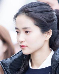 #kimtaeri #beautiful #prettyface #김태리 #❤️ #예쁘다 . . . . #littleforest #리틀포레스트 #金泰梨 #영화1987 #문영 #moonyoung #thehandmaiden #아가씨 #미스터션샤인… Korean Actresses, Asian Actors, Actors & Actresses, Korean Beauty, Asian Beauty, Kim Tae Hee, Model Face, Beautiful Asian Girls, K Idols