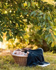 Emmeline LEGRAND (@emmelinelegrand) • Shooting naissance en extérieur Legrand, Laundry Basket, Birth, Photography, Laundry Hamper