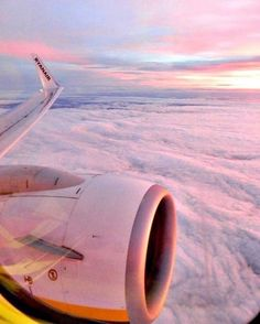 Travel Airplane Window Adventure Ideas You are in the right place about travel plane night Here we offer you the most beautiful pictures. Airplane Photography, Drone Photography, Travel Photography, Fashion Photography, Airplane Window, Airplane View, Sky Aesthetic, Travel Aesthetic, Photographie New York