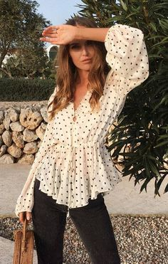 cool outfit / polka dotts blouse bag black skinnies