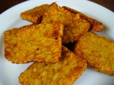 Tempe is a food made from the fermentation of soy beans or some other materials that use some kind of fungus Rhizopus, such as the Rhizopus oligosporus, Rh. stolonifer (bread mold), or Rh. Tofu, Tempe Goreng, My Favorite Food, Favorite Recipes, Bread Mold, Tasty, Yummy Food, Warm Food, Indonesian Food