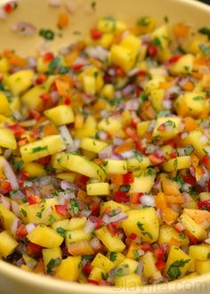 Delicious and colorful mango salsa recipe made with ripe mangoes, red onion… Appetizer Dips, Appetizer Recipes, Party Recipes, Party Snacks, Party Appetizers, Recipes Dinner, Healthy Snacks, Healthy Eating, Healthy Recipes