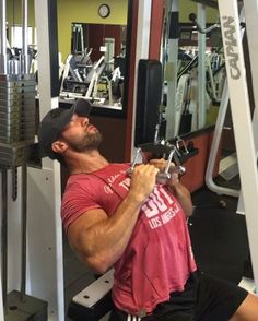 This full workout will be posted to The Daily Pump, on my site, tomorrow! Link in bio - Thin grip Lat pull down- Squeezing the lats as hard as possible when fully contracted! Slow controlled negatives but no real timed tempo to it! - Usually when I do these on the negative portion of the wrap the bar is directly above my head getting the most amount of stretch on my lats. This time I tried to let the bar travel travel straight down to my lower pec/ribs and straight up on the negative. I feel…