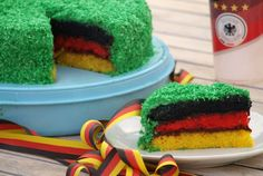 A rainbow cake is fun to look at and eat and a lot easier to make than you might think. Here's a step-by-step guide for how to make a rainbow birthday cake. Rainbow Drinks, Rainbow Fruit, Rainbow Cupcakes, Dessert Party, Party Desserts, Rainbow Birthday, Birthday Cake, Zucchini Cake, Baking With Kids