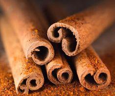 Fahéj (Cinnamomum verum)GyógyhatásaA fahéj kérgének rágcsálása fertőtleníti a szájüreget és gyógyítja a gennyes fogágybetegségeket. Enyhén fokozza a savtermelést, így alkalmazható gyomorhurut esetén. Kitűnő Cinnamon Sticks, Turquoise, Colors, Food, Mint, Essen, Calla Lily, Color, Yemek