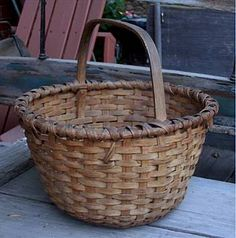 Vintage stuff has character! Old Baskets, Vintage Baskets, Wicker Baskets, Gift Baskets, Cane Baskets, Bee Skep, Primitive Gatherings, Weaving Art, Basket Decoration
