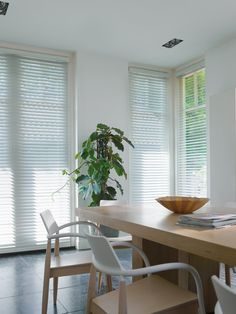 Become inspired, get new ideas and view the showcase of our stunning window shades here. Hunter Douglas, Frosted Glass Door, Interior And Exterior, Interior Design, Glass Panel Door, Window Styles, Blinds For Windows, Room Lights, Window Coverings