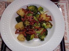 Dora broccoli 2 Sprouts, Broccoli, Meat, Chicken, Vegetables, Food, Essen, Vegetable Recipes, Meals