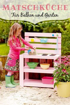 """> Bauanleitung""""> Such a mud kitchen is a feast for the senses! >> construction manual Source by familiede Kids Outdoor Play, Outdoor Fun, Garden Projects, Diy Projects, Mud Kitchen, Backyard Playground, Construction, Play Houses, Diy For Kids"""