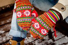Bilderesultat for vantar/från/jokkmokk Fingerless Mittens, Knit Mittens, Knitted Gloves, Fair Isle Knitting, Hand Knitting, Mittens Pattern, How To Start Knitting, Wrist Warmers, Yarn Shop