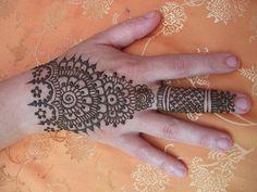 HeartFire henna via Flickr.