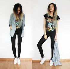 Un toque rockstar: lleva una camiseta negra con algo impreso y deportivos blancos. | 18 Looks ideales para las chicas que son felices usando leggings negros