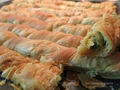 Pita Recipes, Pastry Recipes, Greek Recipes, Cooking Recipes, Greek Pita, Eat Greek, Spinach Pie, Spinach And Feta, Vegan Vegetarian