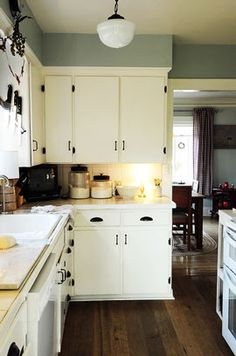 Painting Kitchen Cabinets Easily