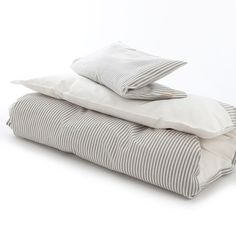 Baby linen from Vivatex in grey and white stripes. 299kr.