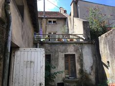 Auv Village house with garage, workshop, terrace, yard,. Village Houses, Garage House, Garage Workshop, Apartments For Sale, Home Buying, Property For Sale, Acre, Terrace, French Houses