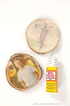 Check out this awesome how to-photo transfer to wood ! 4 different ways to achieve this cool affect! One has things found from around the house, mod podge, inkjet or laser printer! Photo Transfer Onto Wood, Wood Transfer, Wood Slice Crafts, Wood Crafts, Paper Crafts, Vinyl Crafts, Custom Woodworking, Woodworking Projects Plans, Modge Podge On Wood