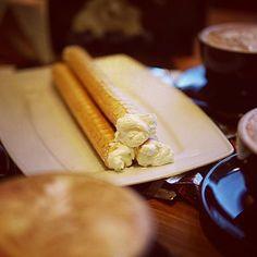 Jak spędzacie wieczór? :) #rurkazbitasmietana #kawa #słodycze #wieczor #wspolnyczas #przyjaciele #rodzina #czaswolny