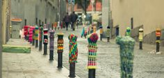 Great idea! Intervention in bollards (Madrid), by Teje la araña.