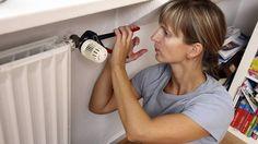 Heizung entlüften und Thermostat kontrollieren: Sonst geht im Winter Wärme verloren. (Quelle: imago/Jochen Tack)