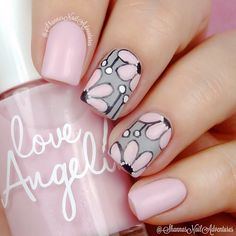 Gray and pink floral mani