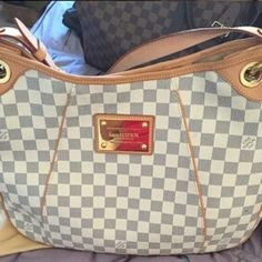 Louis Vuitton Damier Purse Used only few times don't want just wrap up in closet Great Condition ! Can email more pics 100% authentic PoshMark checks ;) Louis Vuitton Bags