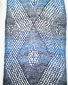 Von einer kundin ausgeliehen. Aus 1 Knäuel daphne lace. #stricken #knitting #yarn #wollgeschäft #wolle #schal #shawl