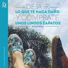Deja ir lo que te haga daño y cómprate unos lindos zapatos. #MarlosQuotes Shoes Ads, Sparkly Shoes, Fashion Quotes, Carolina Herrera, Positivity, Social Media, Glamour, Marketing, Humor
