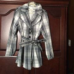 Plaid trench coat extra-large made by laundry Black gray and white plaid trench coat made by laundry size extra large. It's too big on me now I hate to lose it but it looks fabulous on a curvy body! Laundry by Shelli Segal Jackets & Coats Trench Coats