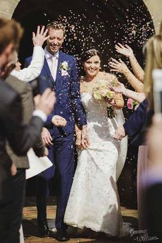 Wooden Crate Boxes, Confetti Petals and Blackboard Bucket Centrepieces – Real Wedding available to buy online from @theweddingomd