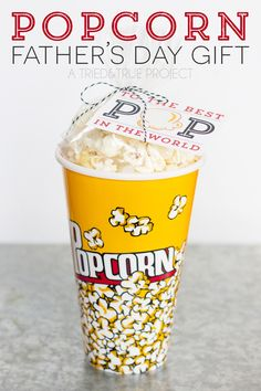 This Popcorn Gift for Father's Day is super easy with the free printable tag!