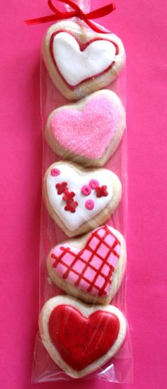 Inspiration for my iced cut out sugar cookies! Valentines Day Cookies, Valentines Baking, Valentines Day Treats, Holiday Treats, Kids Valentines, Heart Cookies, Iced Cookies, Royal Icing Cookies, Sugar Cookies