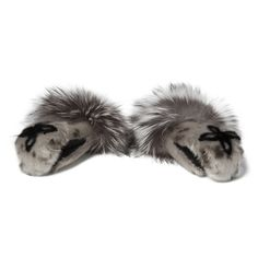Nunavik Creations - Pirurtuliik sealskin mitts Inuit Clothing, Fox Quilt, Harp Seal, My Character, Flower Making, Hand Warmers, Quebec, Character Inspiration, Beautiful Things