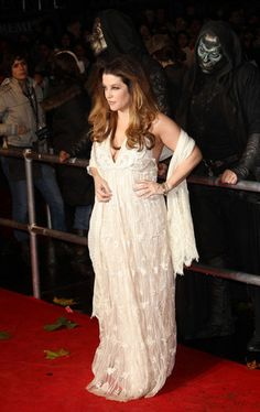"Lisa Marie Presley Photos - Lisa Marie Presley arrives on the red carpet at the World Premiere of ""Harry Potter and the Deathly Hallows: Part at Odeon Leicester Square in London. - Celebs at Odeon Leicester Square in London Elvis And Priscilla, Lisa Marie Presley, Priscilla Presley, Dinner Gowns, Evening Gowns, Elvis Presley Family, Leicester Square, Mtv Videos, Mtv Video Music Award"