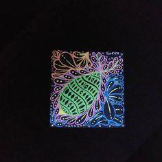 Flux and Purk on a Black Tile Black Tiles, Pen Art, Gel Pens, Zentangle, Meditation, Instagram, Design, Zentangle Patterns, Zentangles