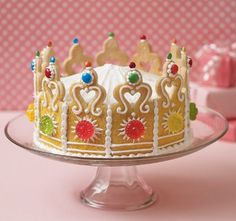 How to Make a Princess / Queen Crown Cake: Disney Family has created a queen themed cake perfect for numerous party themes. Disney family provides readers with a free cookie cutter template to shape your sugar cookies.