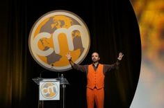 Joe Pulizzi in Content Marketing Institute Orange at Content Marketing World @Heidi Cohen Another event to note for all social media actors. It only proves that people are making its way to top.#SocialMediaBusiness