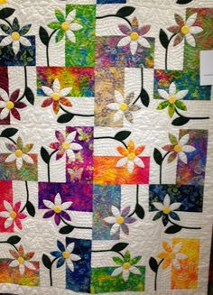 Some More Quilts from the Quilt Expo - Funoldhag. Try scrolling thru the quilts on this page. There is something so eye-catching about this quilt. Colchas Quilting, Quilting Projects, Quilting Designs, Quilt Design, Quilting Ideas, Batik Quilts, Scrappy Quilts, Applique Quilts, Patch Bordado