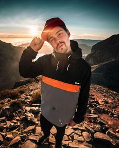 Imagine the ultimate combination of cozy and technical  That's what we created with the Hiker from Dope. It's a lightweight jacket that allows you to move completely unrestricted, and the soft inner lining makes for a comfortable wearing experience, too. Lightweight Jacket, Orange, Mannequin, Snowboarding, Dapper, Rain Jacket, Windbreaker, Boys, Model