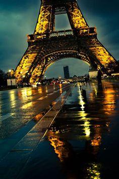 Paris sous la pluiebyFodié Dramé