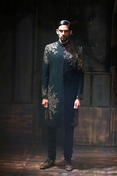 Amazon India Couture Week 2015 #AICW #AICW1015 Day 1 #sabyasachimukherjee Mens Indian Wear, Mens Ethnic Wear, Indian Groom Wear, Indian Men Fashion, Greek Fashion, Sherwani, Sabyasachi Collection, Lehenga Jewellery, Groom Outfit