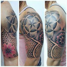 2 Dotwork Tattoo Mandala, Yantra Tattoo, Mandala Tattoo Design, Dot Tattoos, Girl Tattoos, Tatoos, Band Tattoo, Tattoo Arm, Geometric Sleeve Tattoo