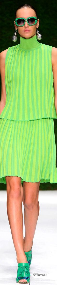 Green by Laura Biagiotti Spring Collection RTW Fashion 2020, Love Fashion, Womens Fashion, Laura Biagiotti, Estilo Retro, Spring Fashion Trends, Stripes Fashion, Mellow Yellow, Models