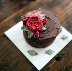 심화 4번째 앙금플라워 수업. 아이싱..free design.    #buttercream #flowercake #rose #ranunculus #hibiscus #wreath #dessert #wilton#icing #베이킹클래스#원데이클래스#앙금플라워케이크#먹스타그램#취미생활#신혼스타그램#생일#딸바보#아들바보#다이어트 #일상스타그램#맞팔해요#소통해요#맞팔환영#맘스타그램#주부스타그램#디저트그램#디져트#아이싱