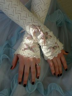 35 Elegant Design Of Bridal Gloves And Tips On Wearing It In Your Wedding