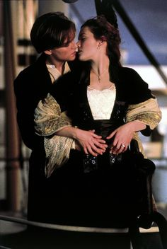 Leonardo DiCaprio and Kate Winslet, Titanic I guess this will always be one of the  best ever :) Titanic Movie Scenes, Romantic Movies, Romantic Movie Scenes, Titanic Filme, Rms Titanic, Titanic Art, Kate Winslet, Famous Movies, Iconic 90s Movies