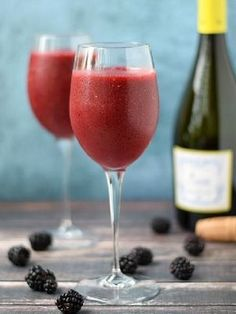 Healthy wine smoothies that won't make you gain weight. It's happy hour somewhere!