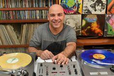 Bom pra Cabeça & Rádio Clube da Boa Música - PostsDJ Renato Vervloet é atração no Jalapeño desta quarta-feira (17)